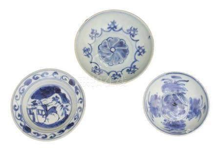 THREE SMALL 'BLUE AND WHITE' DISHESChina,