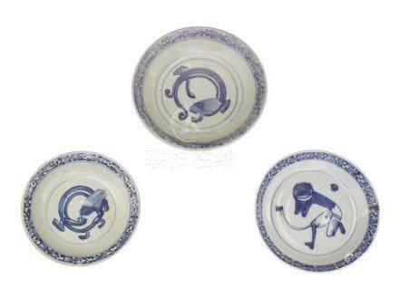 THREE 'BLUE AND WHITE' DISHESChina, Ming