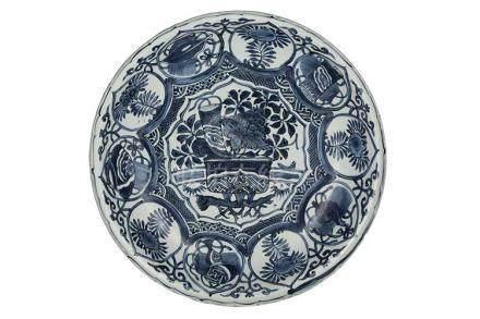 A LARGE 'KRAAK' BLUE AND WHITE DISHChina,