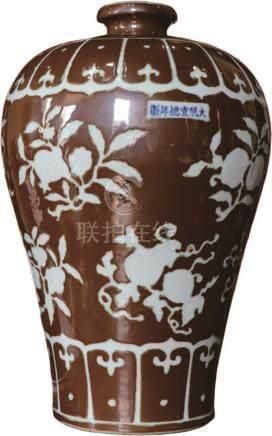 紫金釉留白折枝瓜果纹梅瓶