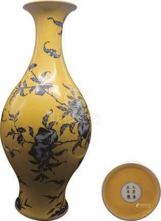 黄地青花五福八桃纹橄榄瓶