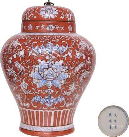 康熙年制款红地牡丹纹盖罐