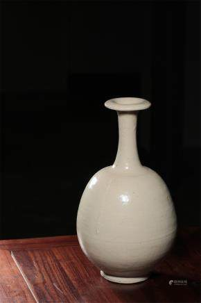 A Gongxian Kiln Long-Nick Vase Of Tang Dynasty
