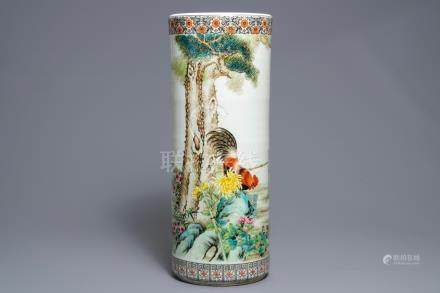 A cylindrical Chinese famille rose vase with roosters, Republic, 20th C.