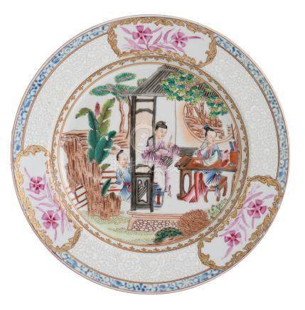 A Chinese famille rose ruby back floral decorated export porcelain dish, the well with figures in a pavilion, ø 23 cm