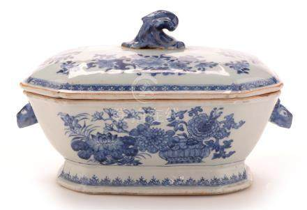 A mid 18th Century Chinese blue and white...