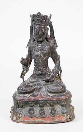 Ming-Skulptur des Bodhisattva Guanyin.Bronze. Schwarz-braune Patina, Reste von Feuervergoldung und