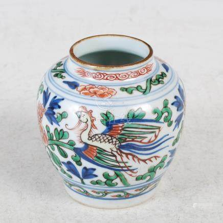 A Chinese porcelain wucai jar, decorated with a pair of birds, peony and foliage, 9.5cm high.