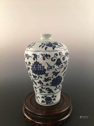 Chinese Blue & White Flowers& Fruits Decorated Porcelain Meiping Vase