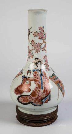LampenfußJapan, Meiji, 19. Jahrhundert Langhals-Vase mit umlaufendem, polychromem Dekor zwei Krieger