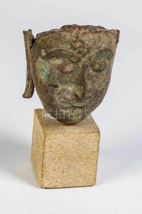 Kopf-Fragment des Buddha ShakyamuniThailand, wohl Ayutthaya 17. Jahrhundert Ovales Gesicht mit