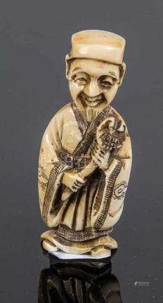 NetsukeJapan, Meiji-Periode, 19. Jahrhundert Stehender Mann mit Pilzzepter und beweglichem Kopf.