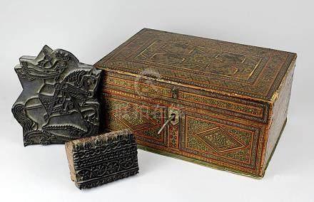 Kästchen der Qajaren-Zeit, Persien Ende 19. / Anf. 20. Jh., gezimmertes Holz, außen vollflächig