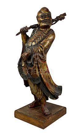 Holzfigur knochiger Mann mit Stock, China, späte Ming-Dynastie, Oberfläche in Lack gefasst, mit