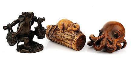 Drei Netsuke aus Buchsbaumholz, Japan Mitte 20. Jh., zweimal Rattenmotive und ein Oktopus, alle