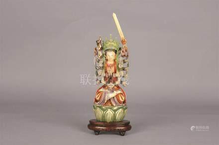 Statuette en ivoire sculpté polychromé figurant une divinité Hindou (Shiva ?).