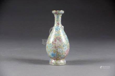 """Petit Vase balustre. A décor """"millefiori"""" sur champ or. Revers émaillé bleu tur"""