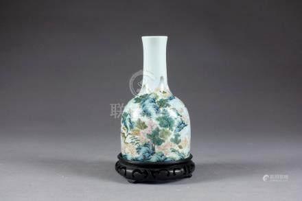 Vase Maillet. Décoré, en plein, d'un paysage panoramique figurant une rivière b