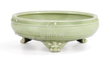 元 龍泉窰青釉鼓釘紋三足水仙盆