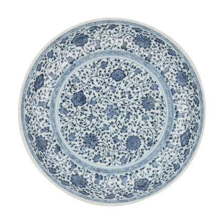 A LARGE BLUE AND WHITE MING-STYLE 'LOTUS' DISH