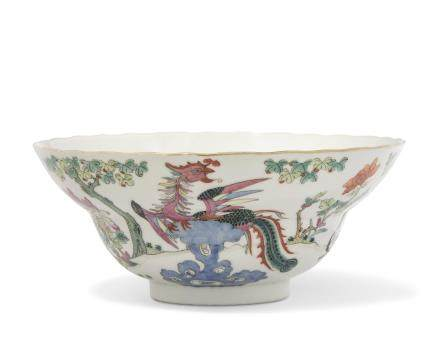 A FAMILLE ROSE OGEE-FORM 'PHOENIX AND BIRDS' BOWL