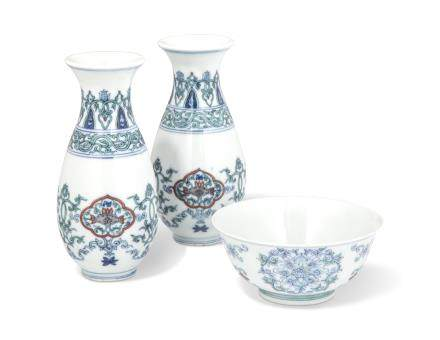 A PAIR OF SMALL DOUCAI VASES AND A DOUCAI BOWL
