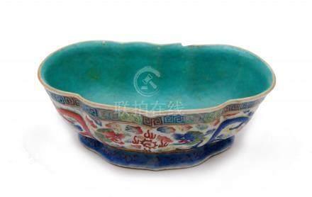 A porcelain kidney shaped bowl,Tongzhi period