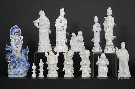 12 Chinese sculptures in porcelain