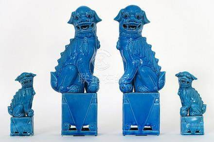 """two pairs of Chinese """"fô dogs"""" in porcelain"""