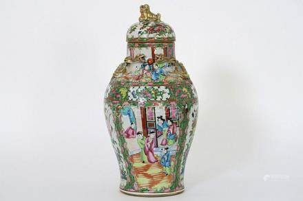 19th Cent. Chinese lidded vase in porcelain from Canton