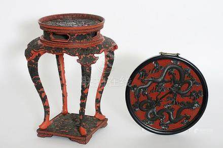 nice Chinese pedestal in lacquered and finely sculpted wood