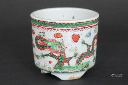 small Chinese jardinier in Famille Verte porcelain with drag