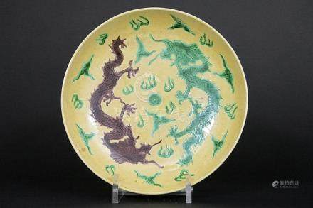 Chinese plate in marked porcelain with a decor of dragons in