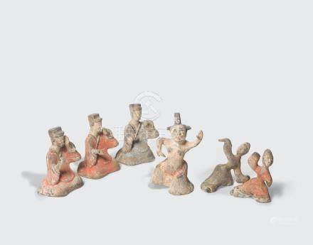 A GROUP OF SIX PAINTED POTTERY ENTERTAINERS Han dynasty