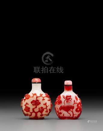 Two red overlay decorated 'snowflake' glass snuff bottles Late 18th/19th century