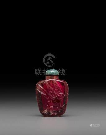 A carved pink tourmaline snuff bottle Late 19th/20th century