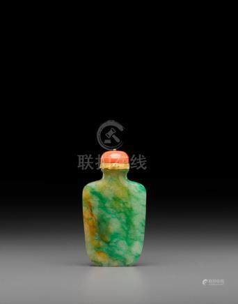 A green jadeite snuff bottle Late 19th/early 20th century