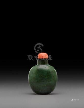 A spinach jade snuff bottle 19th century