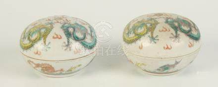 A pair of Chinese famille verte jars and covers, late 19th century,