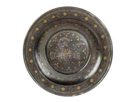 Seltener Damaszener-Teller Durchmesser: 33 cm. Damaskus, 17. Jahrhundert. Gänzlich auf