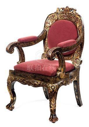 Musealer Chinesischer Armlehnstuhl Sitzhöhe: 49 cm. Höhe der Rückenlehne: 110 cm. China, 18.