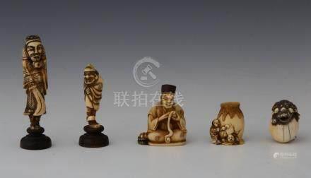 JAPON XVIIIème -XIXème Siècles ENSEMBLE DE 5 NETSUKE en ivoire et un en corne d