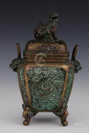 JAPON Période Meiji (1868-1912) BRULE PARFUM en bronze patiné à décor de chimèr