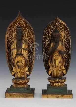 JAPON Fin de la Période Edo (1600-1868) DEUX STATUETTES en bois laqué et doré r