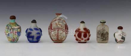 CHINE Début du XXème Siècle   LOT DE 6 FLACONS/TABATIERES :  - un en porcelaine