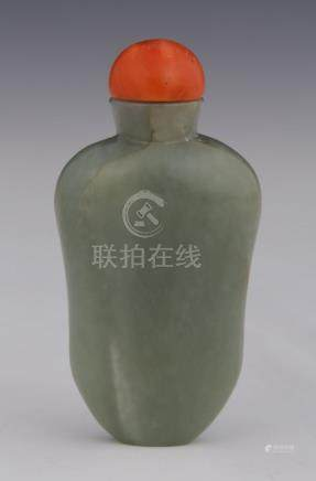 CHINE  FLACON TABATIERE en jadéite de forme gourde H. 7 cm