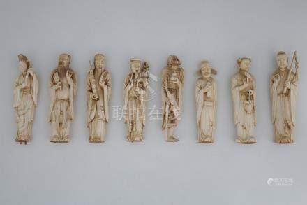 CHINE Début du XXème Siècle  SUITE DE 8 SUJETS représentant les immortels en iv