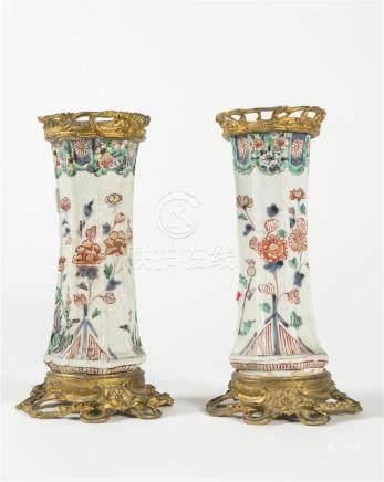 Chine, paire de vases en porcelaine,  monture en  brouze doré , 18ème siècleH a