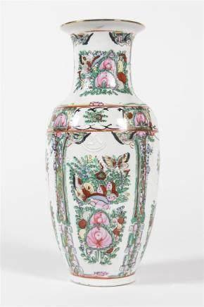 CHINE Vase décors sur fond blancH : 34cm