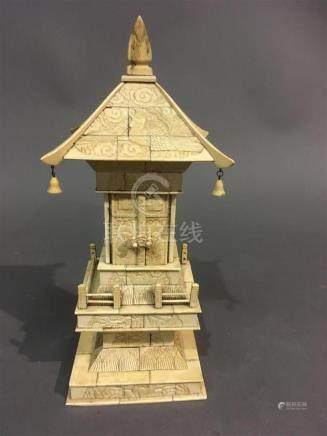 Autel enos et ivoire en forme de pagodeChine H; 35 cm